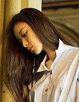 a夏天发型简单点 跟着倪妮梳夏季小清新长发发型
