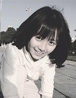 小苹果安淇尔已初长成元气少女 直刘海学生头短发造型萌萌哒