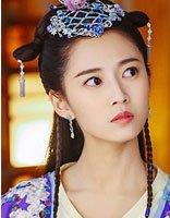 鬼马公主变身可爱少女 陈钰琪黑裙+丸子头俏皮优雅