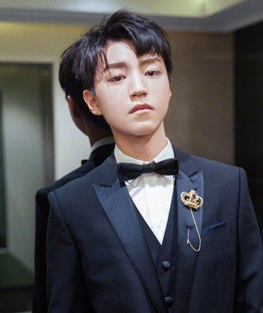 王俊凯米兰时装周创历史 王俊凯斜刘海短发发型不做大男孩