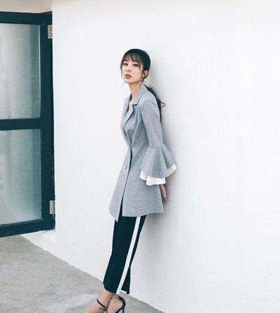 童苡萱西装+低马尾随性干练 童苡萱示范长脸刘海发型