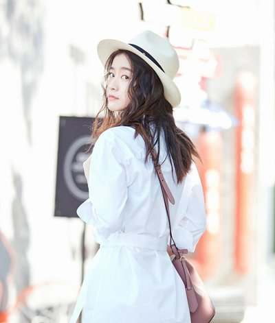 白衣长发张雪迎小清新街拍很美腻 张雪迎示范少女风长发发型