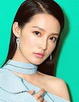《楚乔传》俏皮公主李沁结局悲惨 戏外现身活动长直发的李沁也美腻