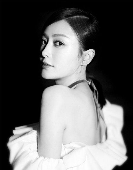秦岚小露香肩美翻了 盘点秦岚女神范的发型图片