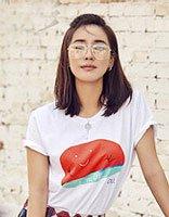 王智个性街拍演绎另类美 中长发的她冷艳撩人