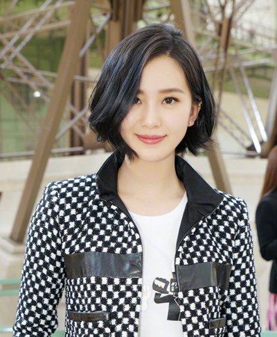 刘诗诗优雅现身巴黎时装周 黑色短发造型超显气质
