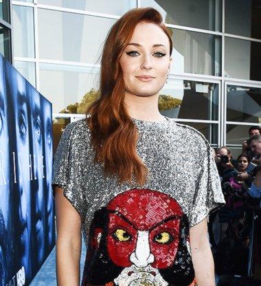 《权力的游戏》LA首映礼红毯秀 众女星演绎百变红毯发型