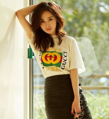 夏季学杨幂梳短袖T恤发型 让你美爆朋友圈