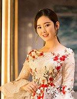 新生代小花杨清低马尾+仙女裙典雅美腻 女星花仙子造型谁最美?