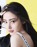 张天爱登《OK!精彩》封面清新优雅 张天爱黑色长发发型演绎率真自