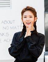 《无心法师2》陈瑶着西装帅气登场 陈瑶最新街拍双麻花