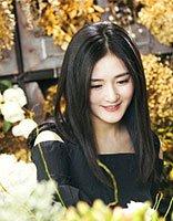 谢娜黑长直发变身花仙子 谢娜女神范长发发型