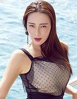 王李丹妮长发+黑裙很撩人 明星示范性感长直发发型