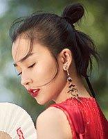 """姚星彤小尾巴丸子头写真演绎""""中国红"""" 明星红裙与发型的正确搭配"""