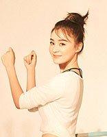袁姗姗9月刊封面变身运动达人 袁珊珊短发扎发发型图片
