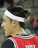 吴亦凡名人篮球赛上的super star 吴亦凡前卫剃两边发型look