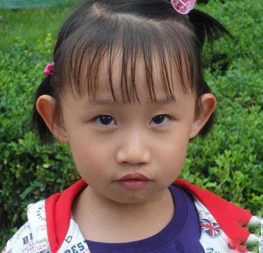 小孩头发不长怎么给她扎小辫 小孩头发短怎么梳小辫子