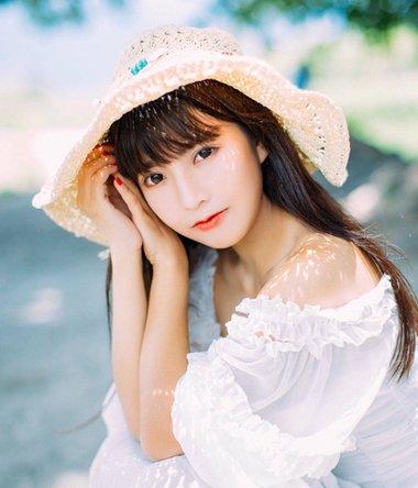 清纯齐刘海女生图片 齐刘海成熟与清纯并存的发型
