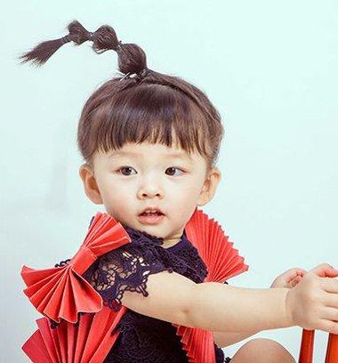 两岁宝宝妹妹头怎么扎起来2018世界杯体育投注平台 妹妹头的扎法图解