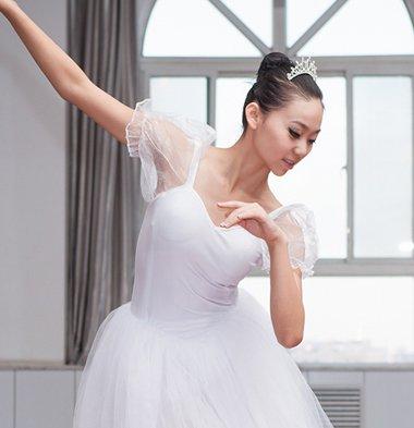 适合女生跳舞时扎的发型 学扎跳舞发型