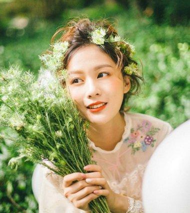 女生韩式凌乱蓬松扎发发型 凌乱自然盘发发型