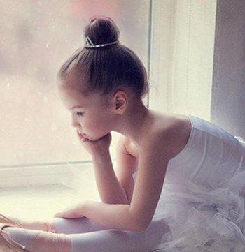 怎么梳跳舞小朋友可爱公主头发型 儿童跳舞梳头方法