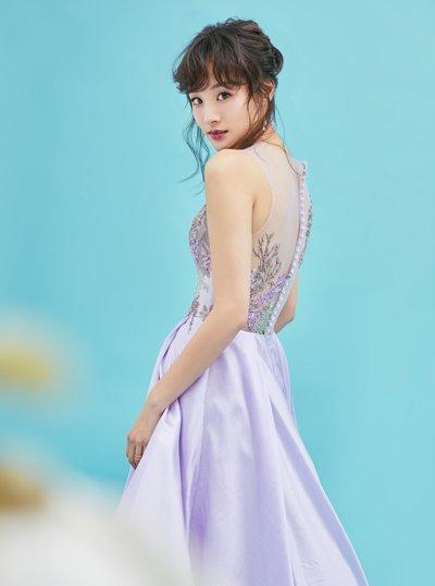 章龄之紫色礼服+低盘发浪漫迷人 辣妈章龄之示范女神范发型