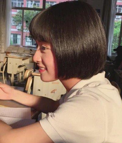 沈月短直发搭校服清新可爱 95后女孩最值得尝试的五款短发发型图片