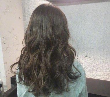 发型热点 > 烫发发型 >   中长发小仙女们喜欢烫发吗?图片