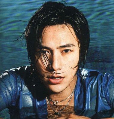 让四十岁依然天然如斯 陈坤偏分短发帅似学生