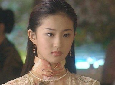 刘海梳上去的刘亦菲年轻十岁 让你扎架不住