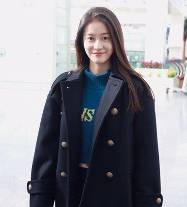 张雪莹韩系发型配外套 披肩散发再也不是贬义词