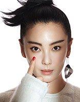张雨绮拍灰白系封面 时装与美人缺的就是发型