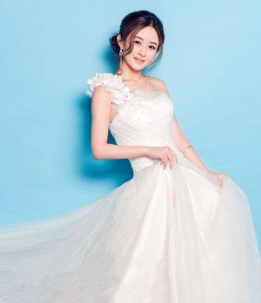 赵丽颖将白礼服穿出花了 各种版本塑造全方位女神
