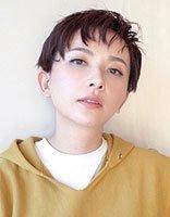 娱乐圈一路帅到底的李依玲发型 最爱女星短发梳起来