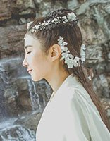 姜雯不同风采美拍 最美是斑马裤还是仙女服