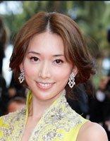 林志玲中长卷发秀出时尚 中分发型设计最动人
