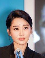 女星许晴的盘发凸显出气质 回顾录制节目中的魅力发型