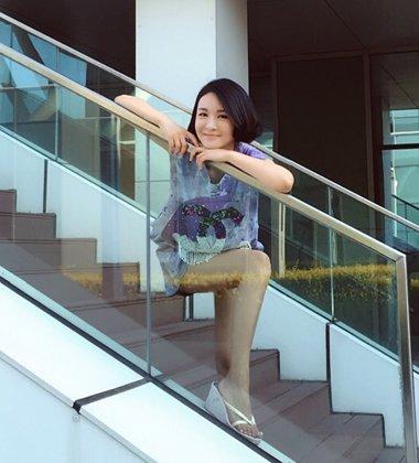 郑亦桐不造作街拍发型 公主裙适合长发还是短发