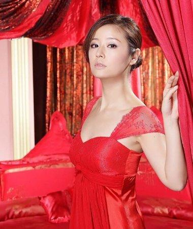 女神都爱中国红 红装加身发型决定气质