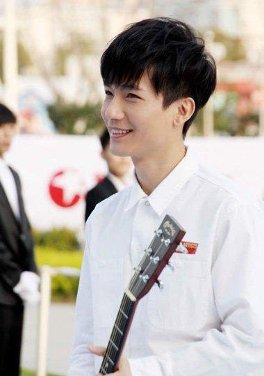 歌手陈楚生新专辑侦探C首发 他的帅气潮流发型回顾
