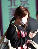57亿身家赵薇现身机场 马尾小辫+发色显气质感