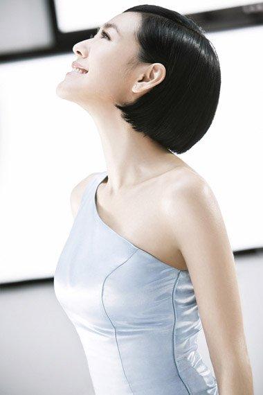 小S美盘发示展撩汉招式 往期短发终于换发型了