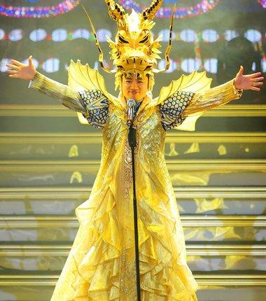 王祖蓝演唱会造型成焦点 是时尚还是夸张