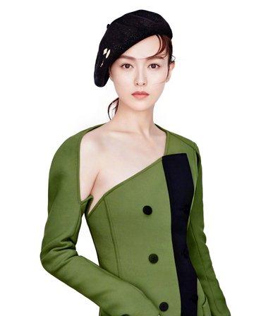 不一样的嘉人唐嫣 另辟蹊径独选帽子发型