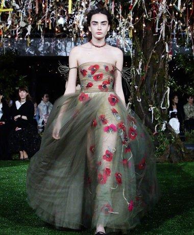 dior春夏季东京秀场爱仙范儿 纱裙的最高境界能配端庄发型