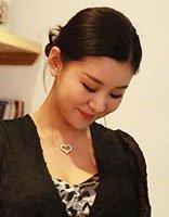 李小萌挺孕肚美拍 性感与感性并存