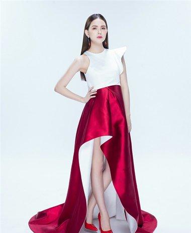 昆凌中国风古典美挺肚拍广告 中分长直发秀出了嫩气