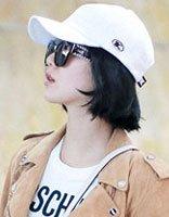 散发上街怕乱了发型 看明星如何让棒球帽塑发型