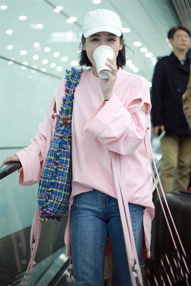 马思纯齐头发穿粉色上衣 走清纯路线的发型设计